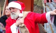 Der Weihnachtsmann mit großem Geschenkesack