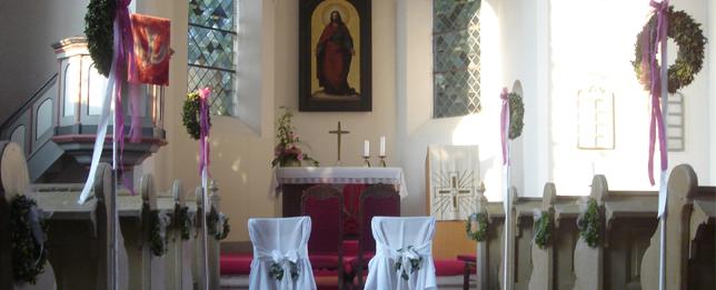 Kirchliche Trauung zur Hochzeit im Klausenhof
